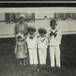 Diane Dionne et ses enfants. De gauche à droite: Alice, Fernand, André et René