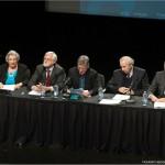 3ième panel : de gauche à droite : madame Gratia O'Leary, messieurs Jocelyn Saint-Pierre, Claude Lévesque (animateur et fils de René Lévesque), Bernard Descôteaux et Graham Fraser.
