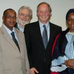 De gauche à droite : Madame Suzanne Lévesque, messieurs Mamadou Rafi Diallo, Alexandre Stefanescu (secrétaire du CA de la Fondation), Yves L. Duhaime et madame Hadja Salimatou Diallo.
